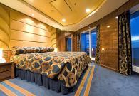 Yacht Club Royal Suite con Gran Balcone sul mare